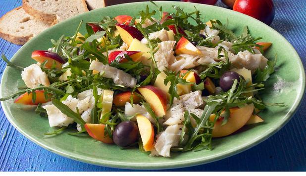 Salat med klippfisk og fersken